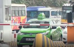 Hà Nội yêu cầu taxi dừng hoạt động đón khách tại sân bay Nội Bài