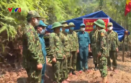 Cắm chốt chống dịch vùng biên giới Lào
