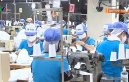 Không khí sản xuất khẩu trang tại Công ty Dệt kim Đông Xuân