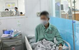 Sử dụng cồn sát khuẩn giả - Một người bị mất thị lực hoàn toàn