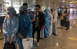 TP.HCM lấy mẫu xét nghiệm COVID-19 tất cả hành khách đến sân bay, nhà ga