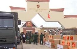 Trao thiết bị y tế giúp Quân đội Hoàng Gia Campuchia chống dịch