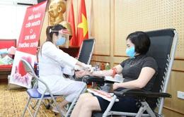 Cán bộ, người lao động tích cực tham gia hiến máu