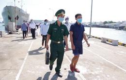 Bộ Tư lệnh Vùng 2 Hải quân đưa 30 ngư dân gặp nạn trên biển vào bờ an toàn