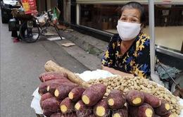 Hà Nội: Người bán hàng ăn đường phố bắt buộc phải đeo khẩu trang khi làm việc
