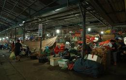 """Chợ Long Biên: 62 kiot """"ma"""" ký khống, qua tay nhiều người, có liên quan tới cán bộ tại địa bàn"""