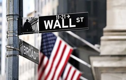 Dow Jones lao dốc giảm đến 450 điểm