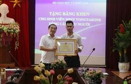 Nhảy xuống sông cứu người, sinh viên Lào nhận bằng khen Bộ trưởng