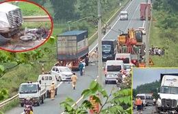 Xe container lấn làn đâm trực diện 3 xe máy, 1 ô tô, 3 người thương vong