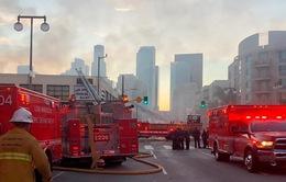 Mỹ: Nổ lớn tại Los Angeles, 11 lính cứu hỏa bị thương