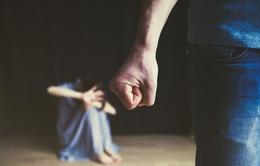"""Bạo lực gia đình thời giãn cách xã hội: """"Tại anh, tại ả"""", hay tại cả... COVID-19?"""