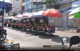 TPHCM: Bán hàng rong giữa đường gây cản trở giao thông