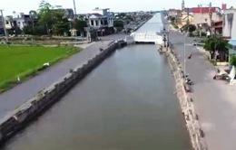 Nguy hiểm đường ven sông không hộ lan ở Nam Định