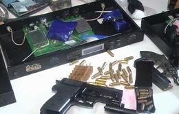 Bắt đối tượng thủ súng trong người, tàng trữ hơn 6.000 viên ma túy