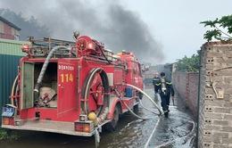 Xưởng sản xuất bật lửa cháy lớn, 400m2 nhà xưởng bị thiêu rụi