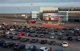 Sân bay biến thành rạp chiếu phim khổng lồ trong đại dịch COVID-19