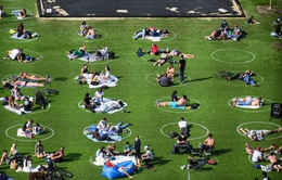 """Ngộ nghĩnh """"bãi đỗ dành cho người"""" tại công viên Brooklyn (Mỹ)"""