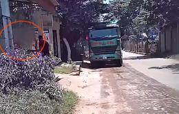 """Tài xế xe chở cát quá tải ở Thanh Hóa: """"Không làm luật thì chạy làm sao được?"""""""