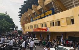"""Sân Thiên Trường """"vỡ trận"""" trong ngày mở bán vé trận Nam Định - Hoàng Anh Gia Lai"""