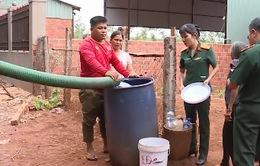 Quân đội hỗ trợ nước sinh hoạt cho đồng bào vùng biên giới