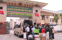 Chiến sĩ biên phòng Hà Giang đi từng ngõ, gõ từng nhà tuyên truyền chống COVID-19