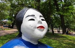Nhiều người sốc trước việc những bức tượng bị sơn màu loè loẹt nên công viên Thống Nhất đã trả lời