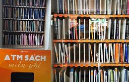 """Trải nghiệm """"cây ATM"""" sách miễn phí tại Hà Nội"""