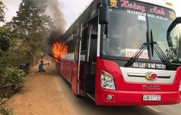 Đăk Lăk: Xe khách bốc cháy, 20 người may mắn thoát thân