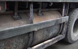 Gắn thùng xăng dầu phụ dưới gầm rơ moóc để buôn lậu qua biên giới