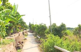 Đồng Tháp: Đường dài hàng chục mét qua khu dân cư bất ngờ bị sụt lún