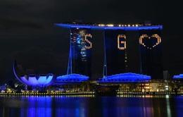 """Singapore thắp sáng hơn 30 điểm du lịch nổi tiếng tri ân """"những người hùng COVID-19"""""""