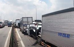 11 xe ô tô tông nhau kẹt dính trên Quốc lộ 1A làm ùn tắc 6,7 km