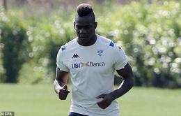 Balotelli tiếp tục thể hiện hành động thiếu chuyên nghiệp với Brescia