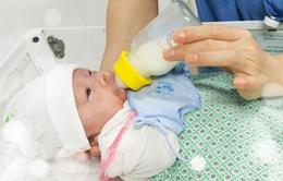 Can thiệp bào thai cứu thai nhi bị hội chứng truyền máu, sinh non chỉ nặng 700gram