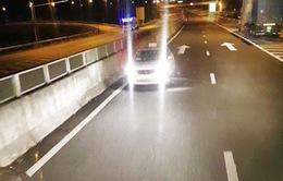 Nhiều ô tô chạy ngược chiều trên cao tốc Đà Nẵng - Quảng Ngãi