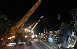 Xe container đè bẹp xe limousine trên quốc lộ, 3 người tử vong