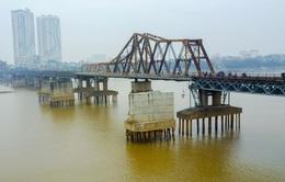Phát hiện quả bom gần cầu Long Biên, cấm tàu thuyền qua lại