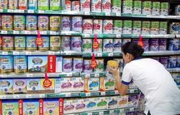 Lo ngại COVID-19, dân Trung Quốc đổ xô đi mua sữa bột nhập ngoại