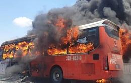 Nguyên nhân nào khiến hàng loạt ô tô bốc cháy trên đường?