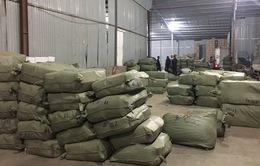 Tạm giữ lô hàng hơn 100 tấn dược liệu làm thuốc bắc nhập khẩu trái phép