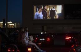 Giải trí với xem phim ngoài trời trên ô tô thời COVID-19