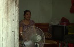Xóm trọ nghèo oằn mình chống chọi cái nóng - Chỉ một làn gió thoảng qua cũng thấy hạnh phúc!