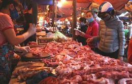 """Sau bao ngày """"cố thủ"""", giá thịt lợn đã giảm tại chợ dân sinh Hà Nội"""