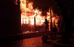 Hà Nội: Cháy lớn tại đền Tam Quan Lâm Du