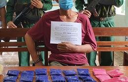 Bắt quả tang đối tượng người Lào vận chuyển 6.000 viên ma túy tổng hợp