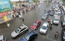 Nhiều tuyến đường tại TP.HCM ngập sau cơn mưa lớn