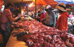 """Hạ nhiệt sau nhiều ngày """"cố thủ"""": Thịt lợn giá rẻ sắp không chỉ còn có trên tivi"""