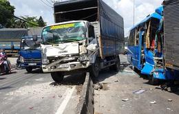 6 xe ô tô tông nhau liên hoàn, hành khách hoảng loạn kêu cứu