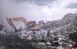 Bãi rác lộ thiên cao như núi ở Tiền Giang