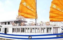 """""""Chặt chém"""" du khách, tàu du lịch ở Hạ Long bị đình chỉ 3 tháng"""